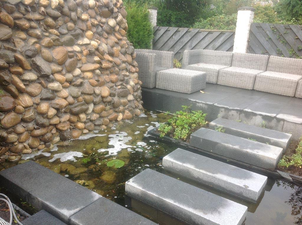 Tuin renoveren in breda regenwulp keramische tegels - Deco van de tuin ...