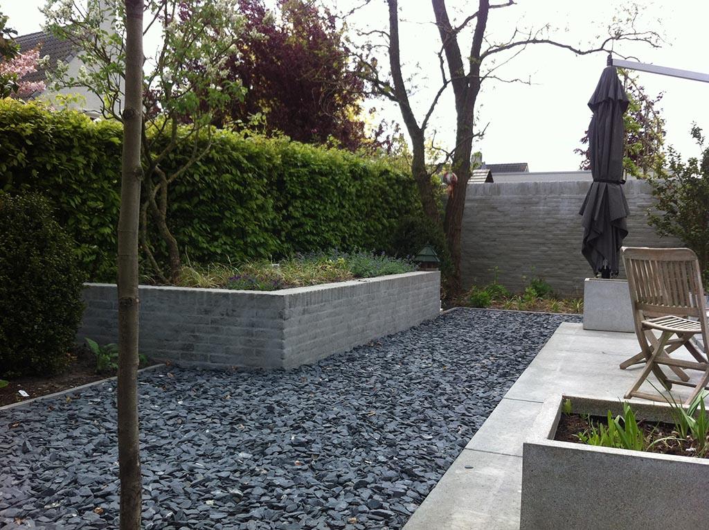 Keramische tegels moderne strakke design tuin bij villa in goirle - Tuin layout foto ...
