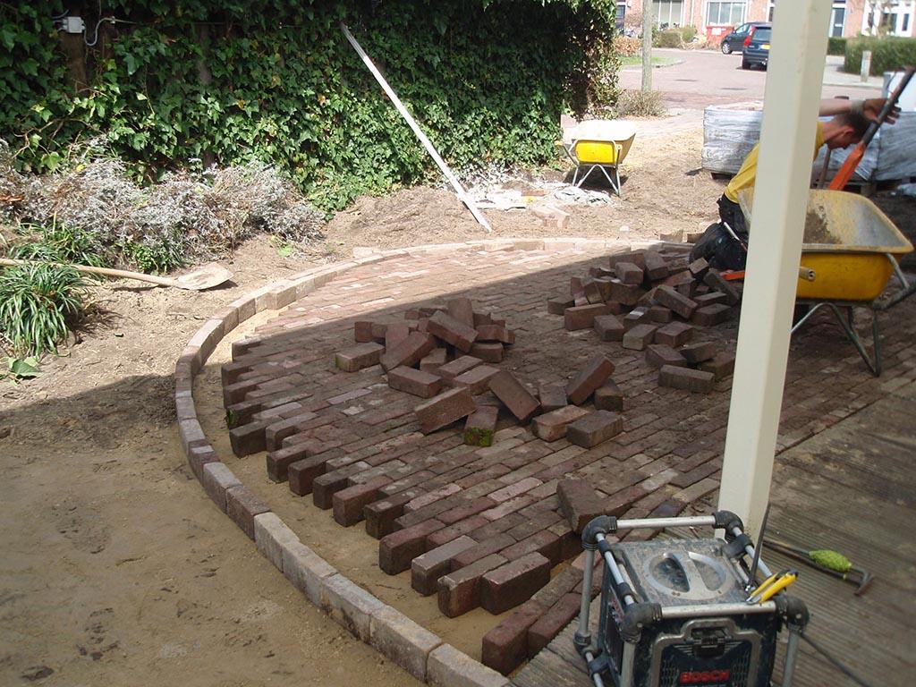 Keramische tegels tuin renoveren in vught for Tuin renoveren