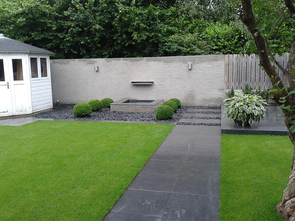 Keramische tegels renovatie complete tuin tuinbestrating met keramische tegels - Foto van het terras ...