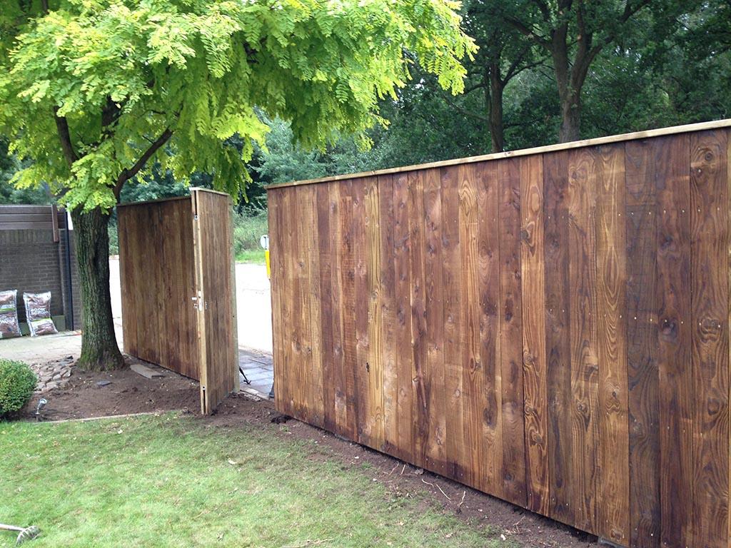 Keramische tegels bijzondere schutting zetten in eindhoven for Schutting tuin