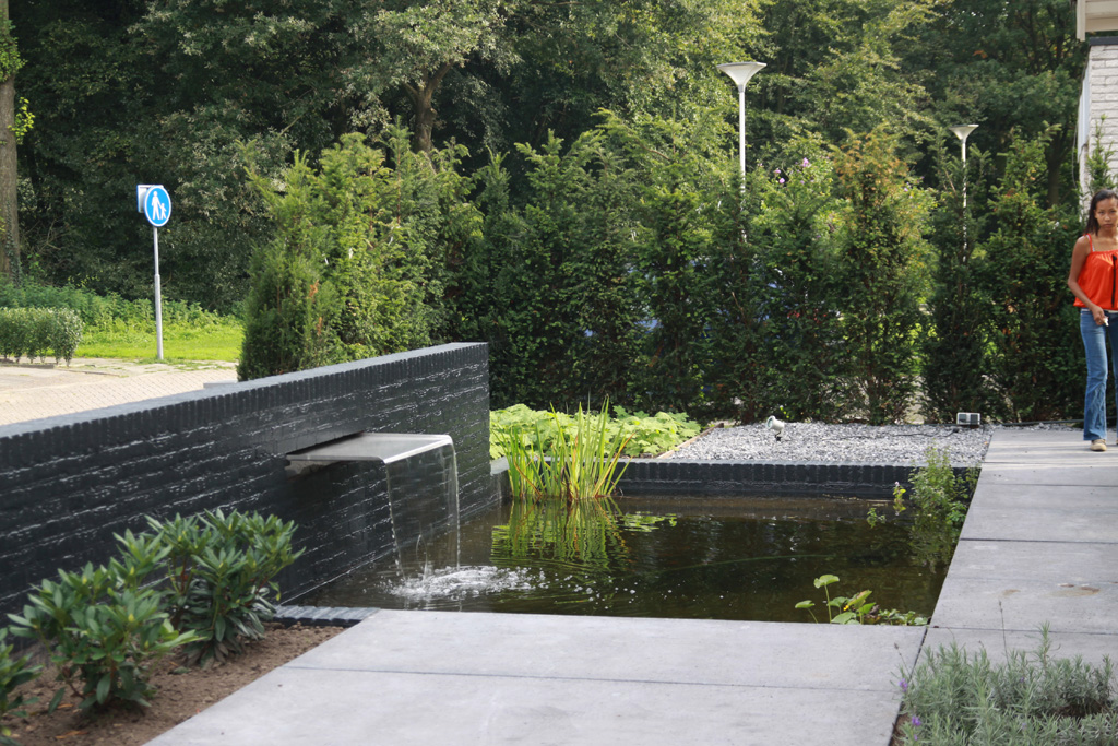 Keramische tegels moderne design waterelementen for Moderne waterpartijen tuin