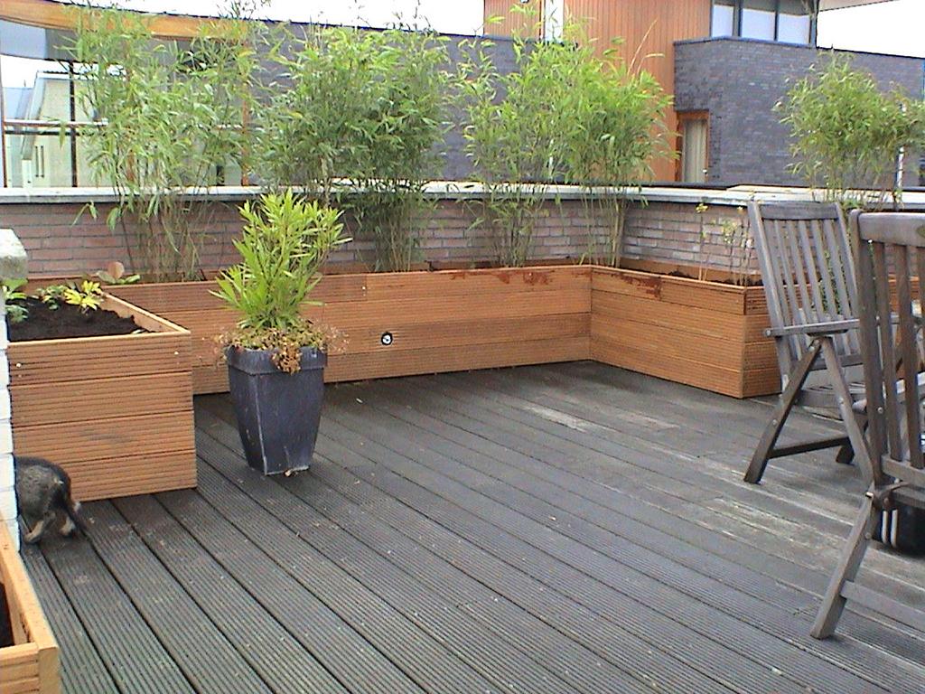 Keramische tegels hardhouten bloembakken op dakterras - Bamboe in bakken terras ...