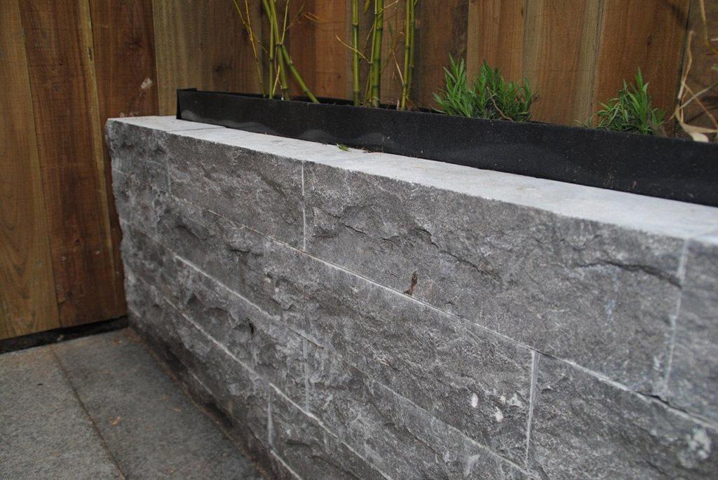 Keramische tegels aanleg strakke tuin in utrecht for Tuin aan laten leggen