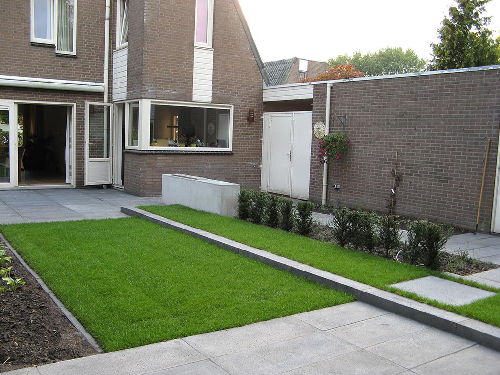 Keramische tegels tuinontwerp tuin in oisterwijk met for Tuinontwerpen kleine tuin foto s
